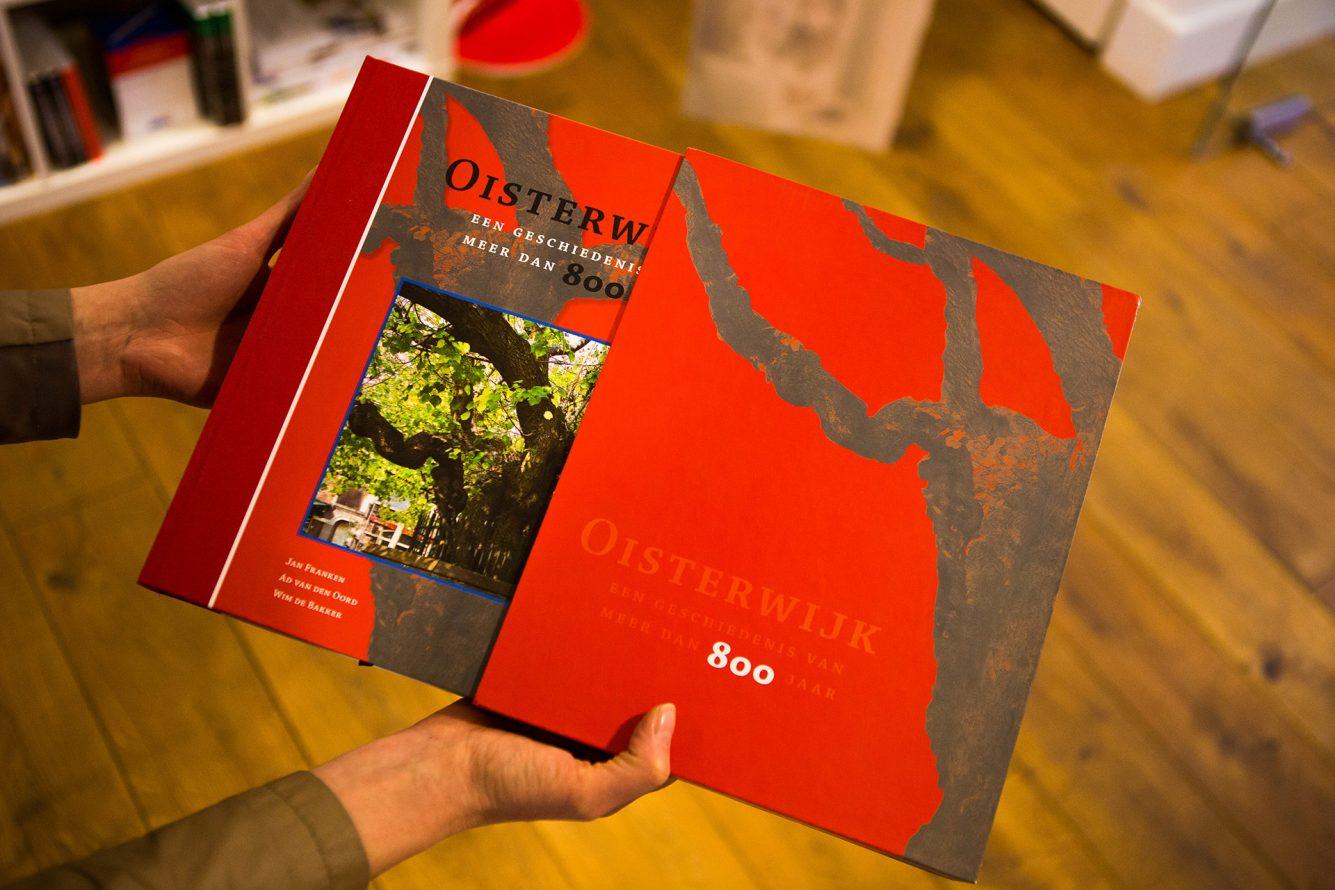 PerfectBook - Geschiedenisboek Oisterwijk met bijpassende sleeve, linnen rug en mat gelamineerd omslag